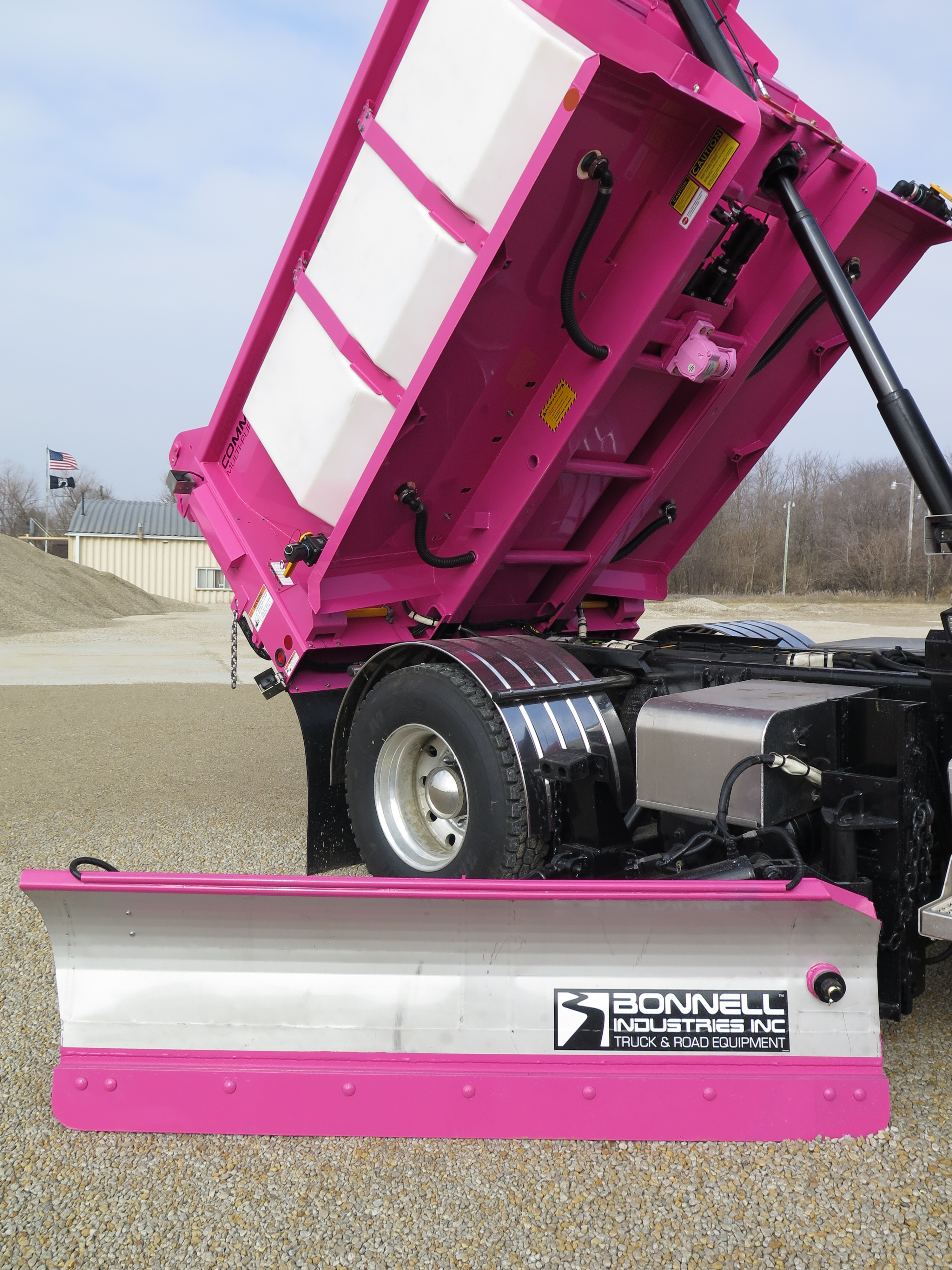 truck vibrators help completely empty the load as well as prevent drivers from manually intervening