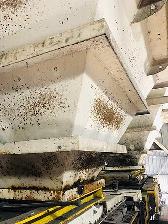 Prevent hammer rash and manual efforts to move material with applied vibration